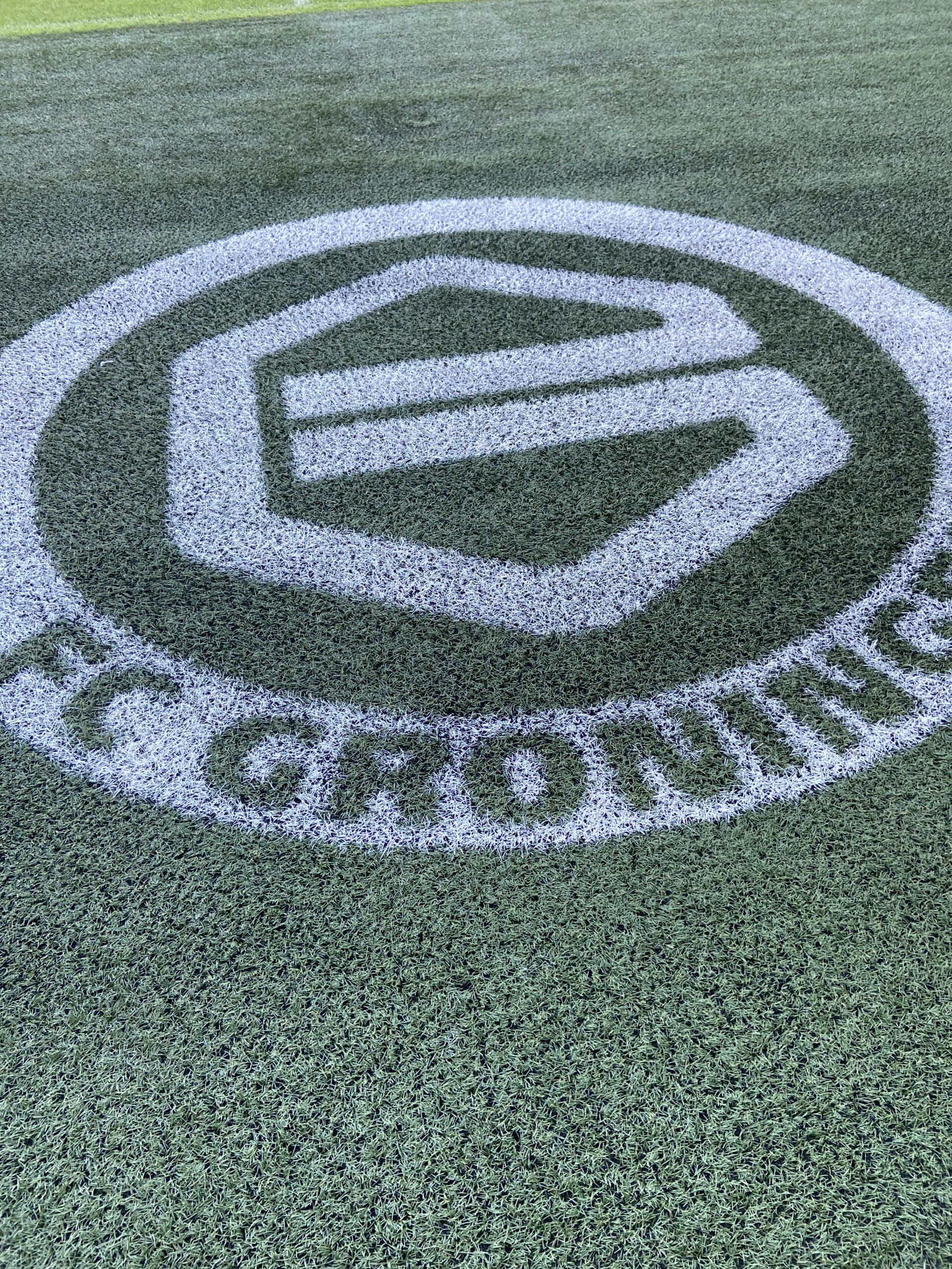 Logo FC Groningen op het gras